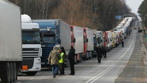 Очереди из грузовиков