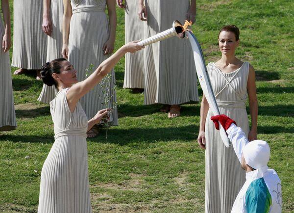 Эстафета Олимпийского огня для зимних Игр в Ванкувере в 2010 году стартовала в Древней Олимпии