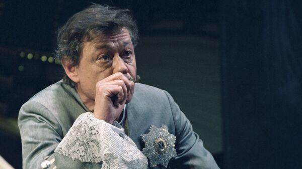 Николай Караченцов на сцене Ленкома