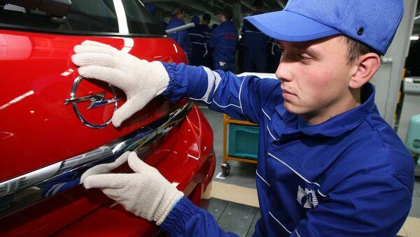 Производство автомобилей Opel на заводе Автотор, архивное фото