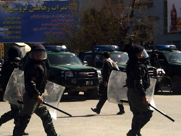 Взрыв в день инаугурации президента Карзая унес жизни 10 афганцев