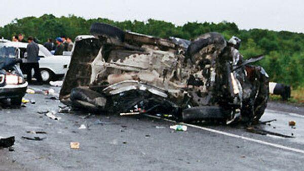 Четыре человека погибли при столкновении грузовика и автобуса в Оренбуржье