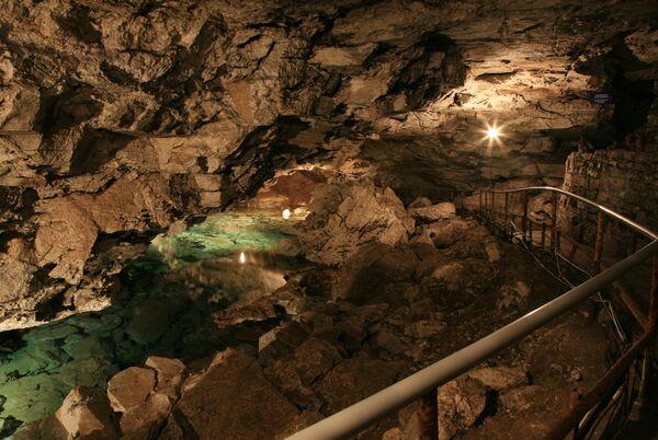 Пермские спасатели извлекли из пещеры второго пострадавшего спелеолога
