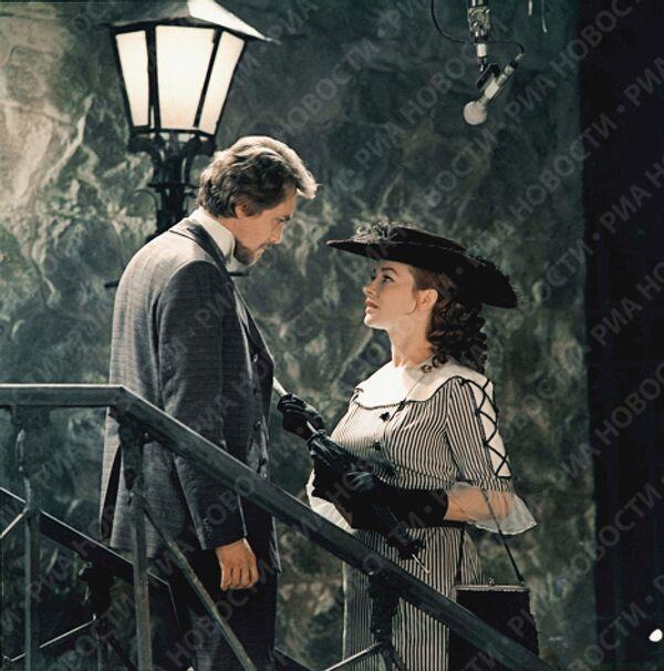 Кадр из кинофильма Города и годы