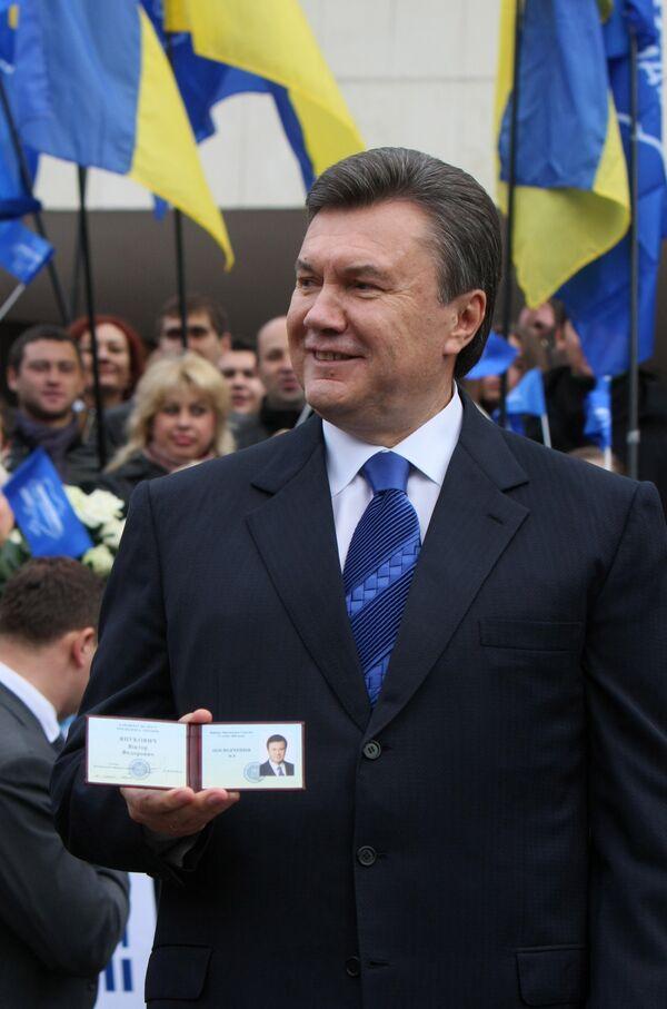 Разрыв между Януковичем и Тимошенко вновь сократился до 12%