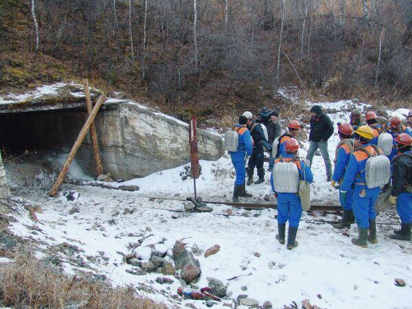 В заброшенной шахте в Бурятии продолжаются поиски пропавших людей