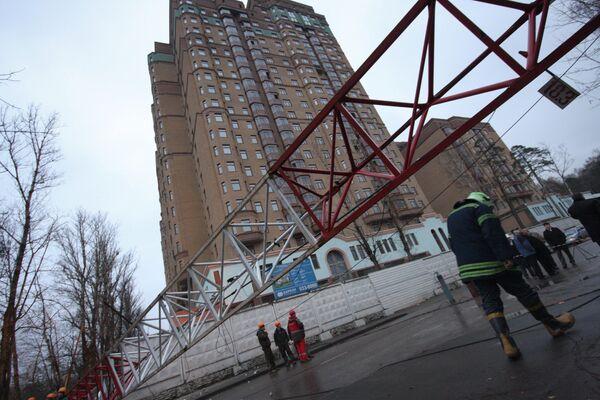 Падение башенного крана на стройке в Москве