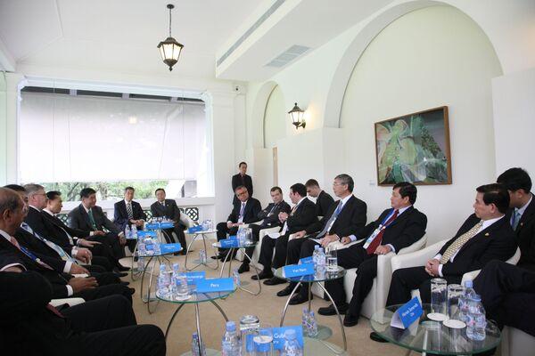 Страны АТЭС договорились принять в 2010 г. комплексную стратегию роста