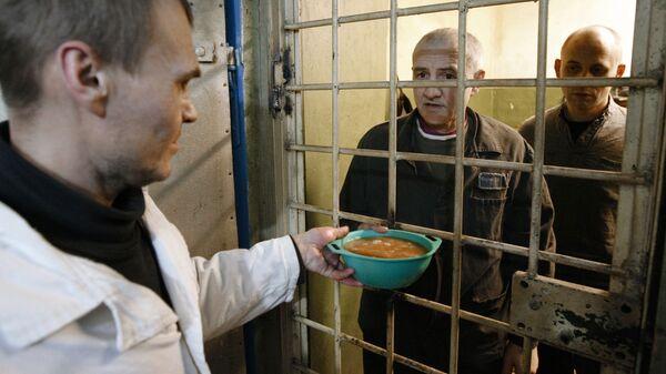 Заключенные в колонии. Архив