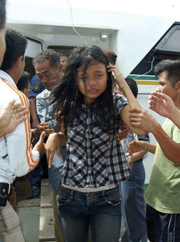 Спасение пассажиров парома, потерпевшего крушение у берегов Суматры