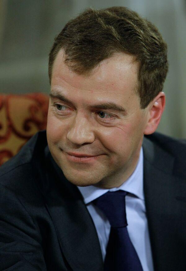 Медведев поддерживает производство дирижаблей