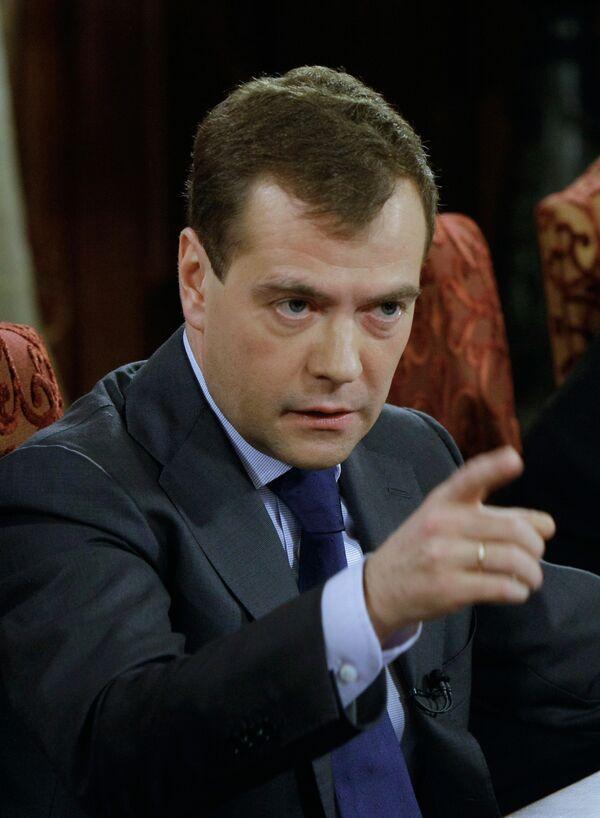 РФ и Белоруссия должны развивать военное сотрудничество - Медведев