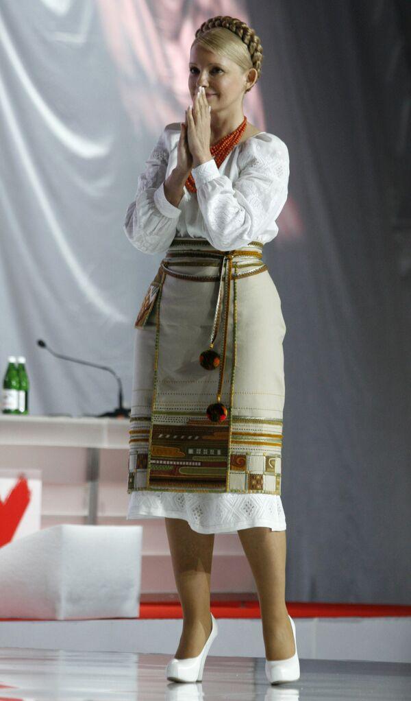Тимошенко не стала выступать на русском, но признала, что украинский язык выучила в 36 лет