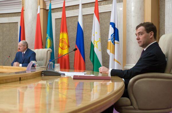 РФ и Белоруссия урегулируют вопрос пошлин на нефть в начале 2010 года