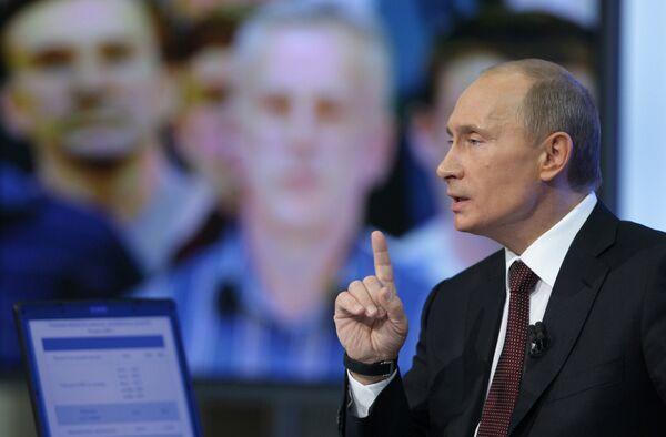 Премьер-министр РФ Владимир Путин отвечает на вопросы россиян в прямом эфире