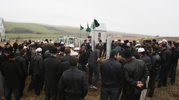 Похороны Макшарипа Аушева прошли на родовом кладбище в селении Сурхахи
