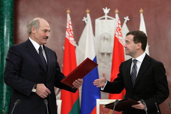 Президенты России и Белоруссии Дмитрий Медведев и Александр Лукашенко