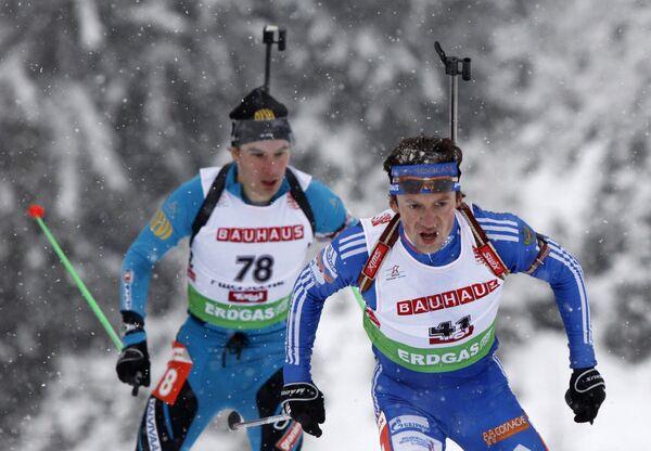 Российский биатлонист Максим Чудов (на первом плане)