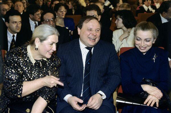 Лидия Федосеева-Шукшина и Егор Гайдар с супругой в Центральном Доме кино