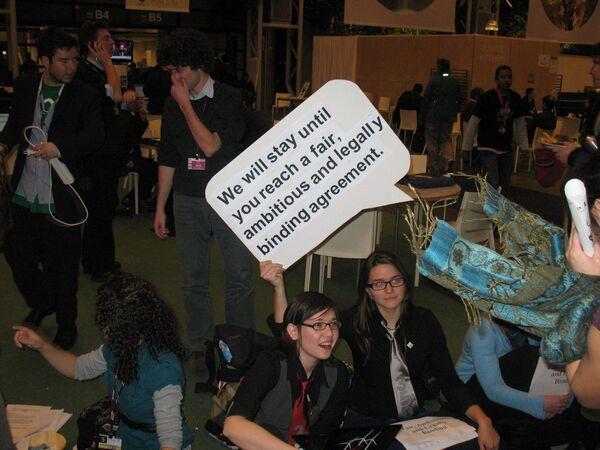Сидячая акция протеста на климатической конференции ООН в Копенгагене
