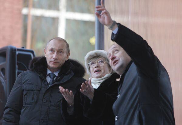 Премьер-министр РФ Владимир Путин принял участие в торжественной церемонии спуска на воду танкера Кирилл Лавров