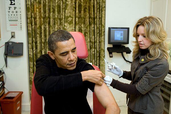 Президен США Барак Обама сделал прививку от вируса А/H1N1