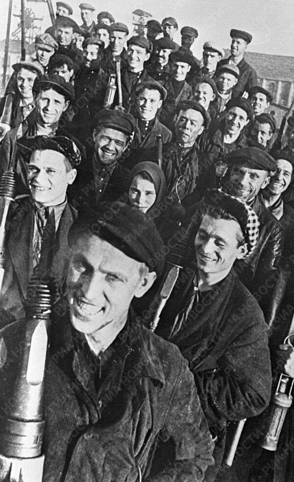 Стаханов среди шахтеров