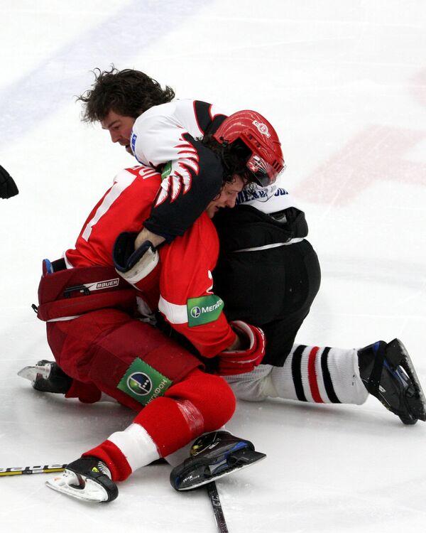 Массовая драка во время матча КХЛ Витязь - Авангард