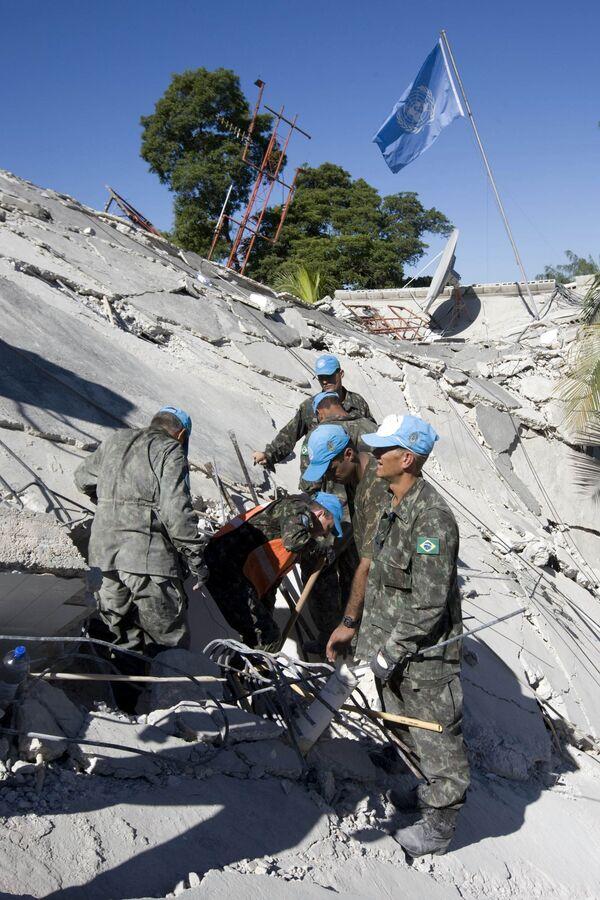 Сотрудники миссии ООН в Гаити