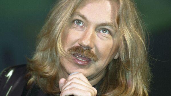 Композитор и певец Николаев