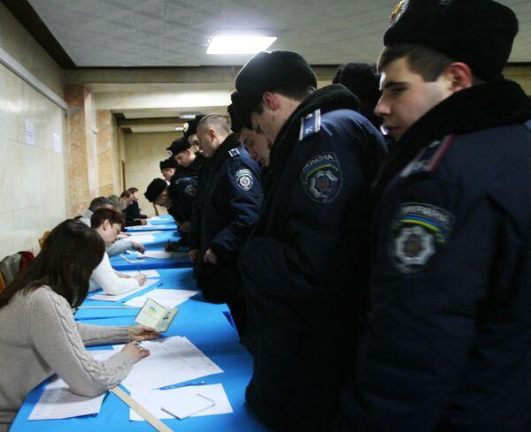 Выборы президента Украины. Избирательный участок в Донецке.