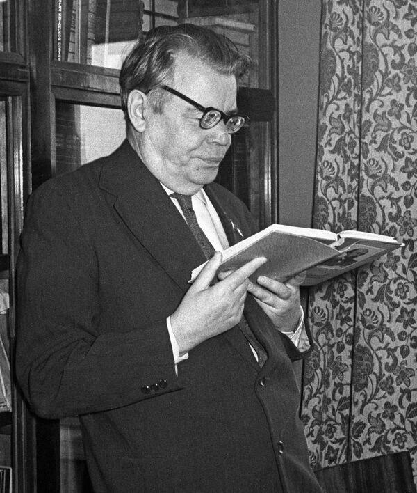 Поэт Михаил Исаковский