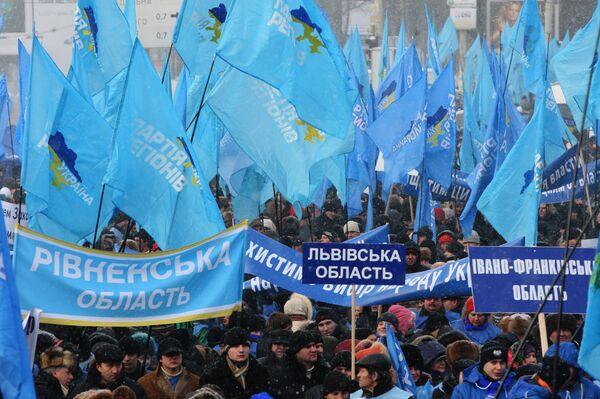 Митинг сторонников Виктора Януковича у здания ЦИК. Архив