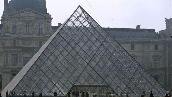 Лувр. Архивное фото