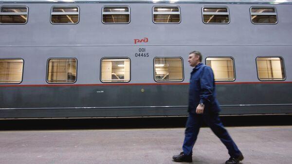Двухэтажный пассажирский вагон на ОАО Тверской вагоностроительный завод. Архивное фото
