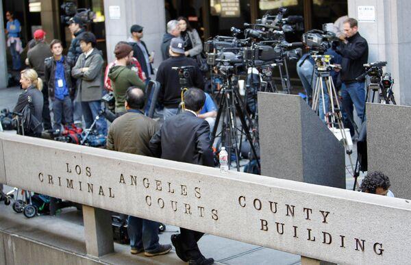 Пресса у здания суда, куда должен был явиться врач Конрад Мюррей, подозреваемый в причастности к смерти Майкла Джексона