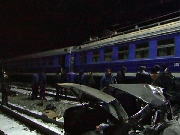 В Астраханской области электричка столкнулась с автомобилем