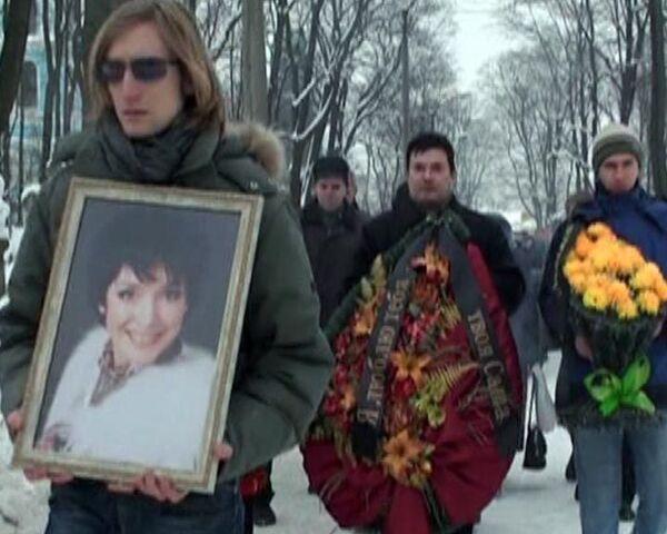 Родственники и поклонники простились с актрисой Анной Самохиной