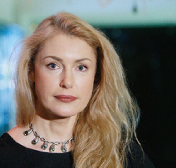 Мария Шукшина перед началом премьеры фильма режиссера С.Снежкина Похороните меня за плинтусом