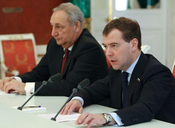 Президент РФ Д.Медведев и президент Абхазии С.Багапш