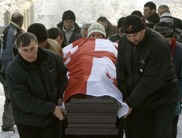 Пришедшие простится с грузинским саночником Нодар Кумариташвили