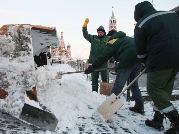 Уборка снега на Красной площади
