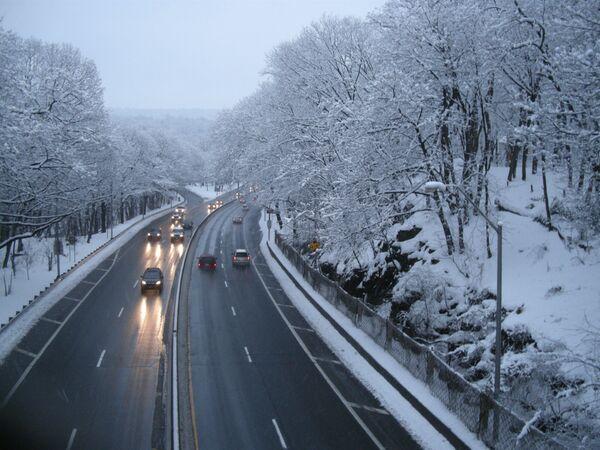 Сильный снегопад вновь обрушился на Нью-Йорк