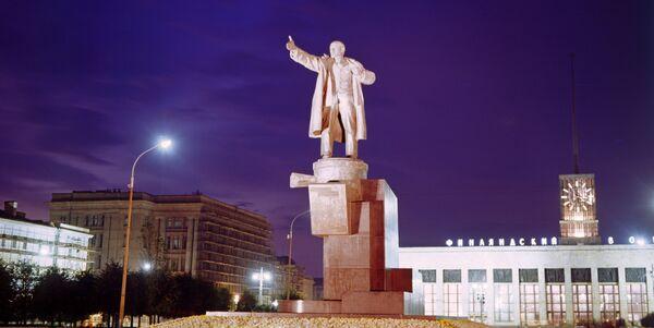 Памятник В.И. Ленину у Финляндского вокзала