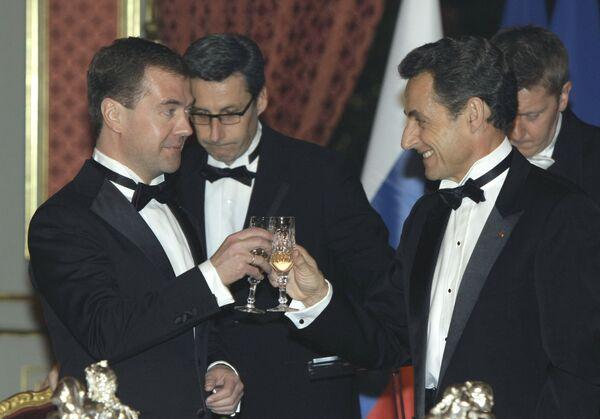 Президент РФ Дмитрий Медведев и президент Франции Николя Саркози