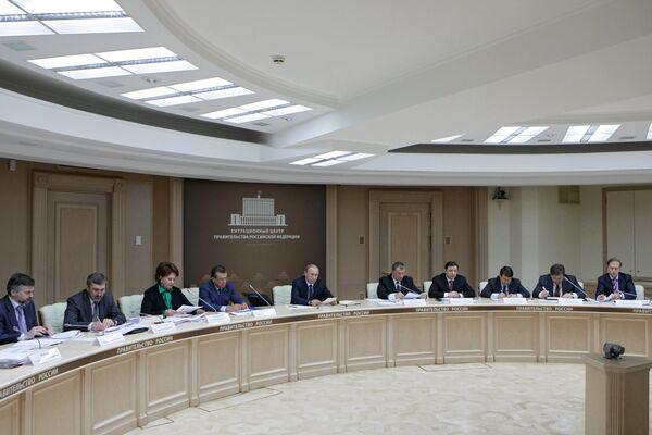 Путин требует исключить сбои при проведении сезонных полевых работ