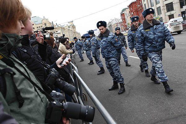 Оцепление милиции возле станции метро Лубянка, где произошел взрыв