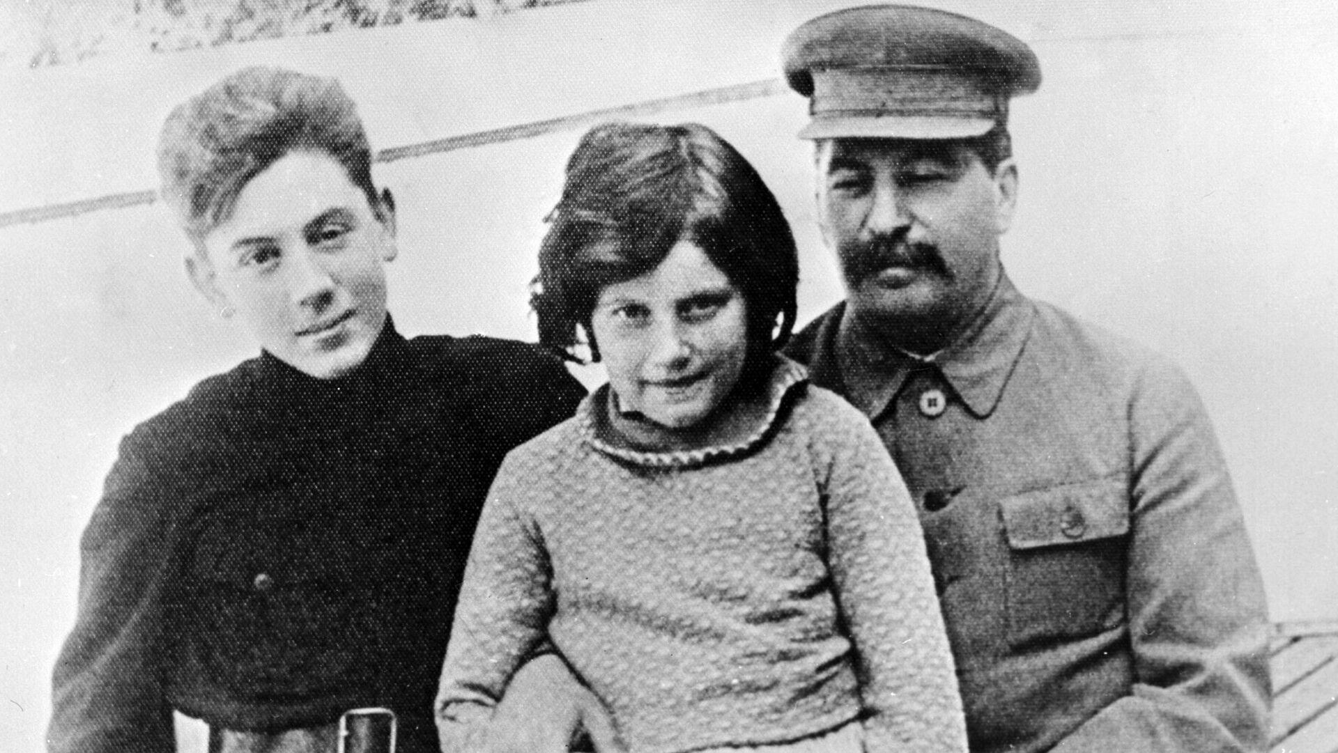 Сталин с детьми - РИА Новости, 1920, 02.09.2020