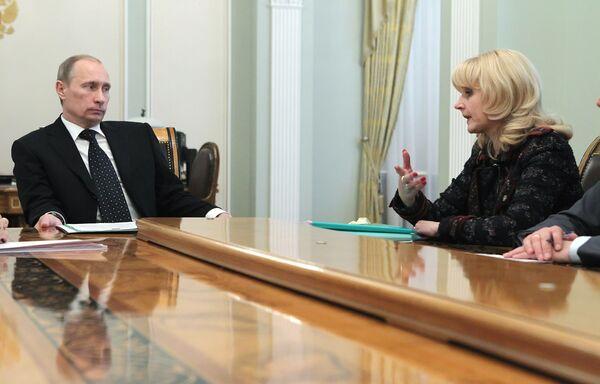 Премьер-министр России Владимир Путин и министр здравоохранения и социального развития РФ Татьяна Голикова. Архив