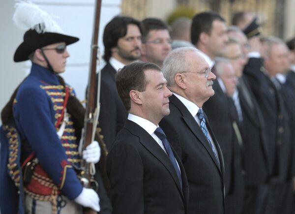 Президент РФ Д.Медведев на церемонии официальной встречи президентом Словакии И.Гашпаровичем